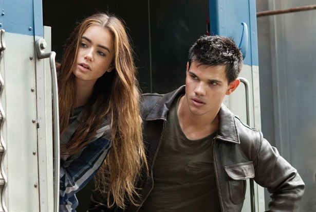 Lily Collins,Taylor Lautner