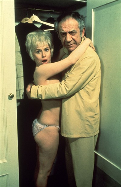 Barbara Windsor,Sid James