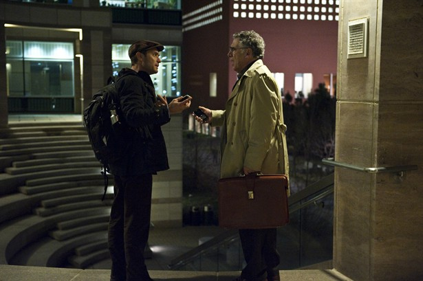 Elliott Gould,Jude Law