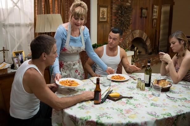 Brie Larson,Joseph Gordon-Levitt,Tony Danza