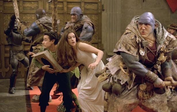 Aidan McArdle,Anne Hathaway