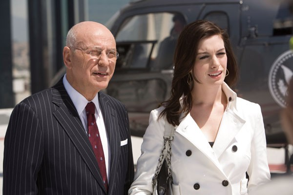 Alan Arkin,Anne Hathaway