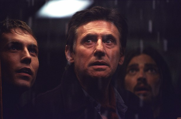 Desmond Harrington,Gabriel Byrne