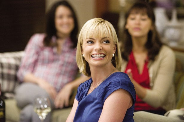 Jaime Pressly,Rashida Jones