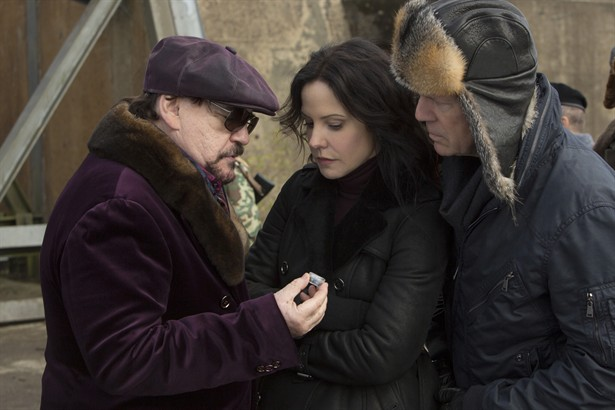 Brian Cox,Bruce Willis,Mary-Louise Parker