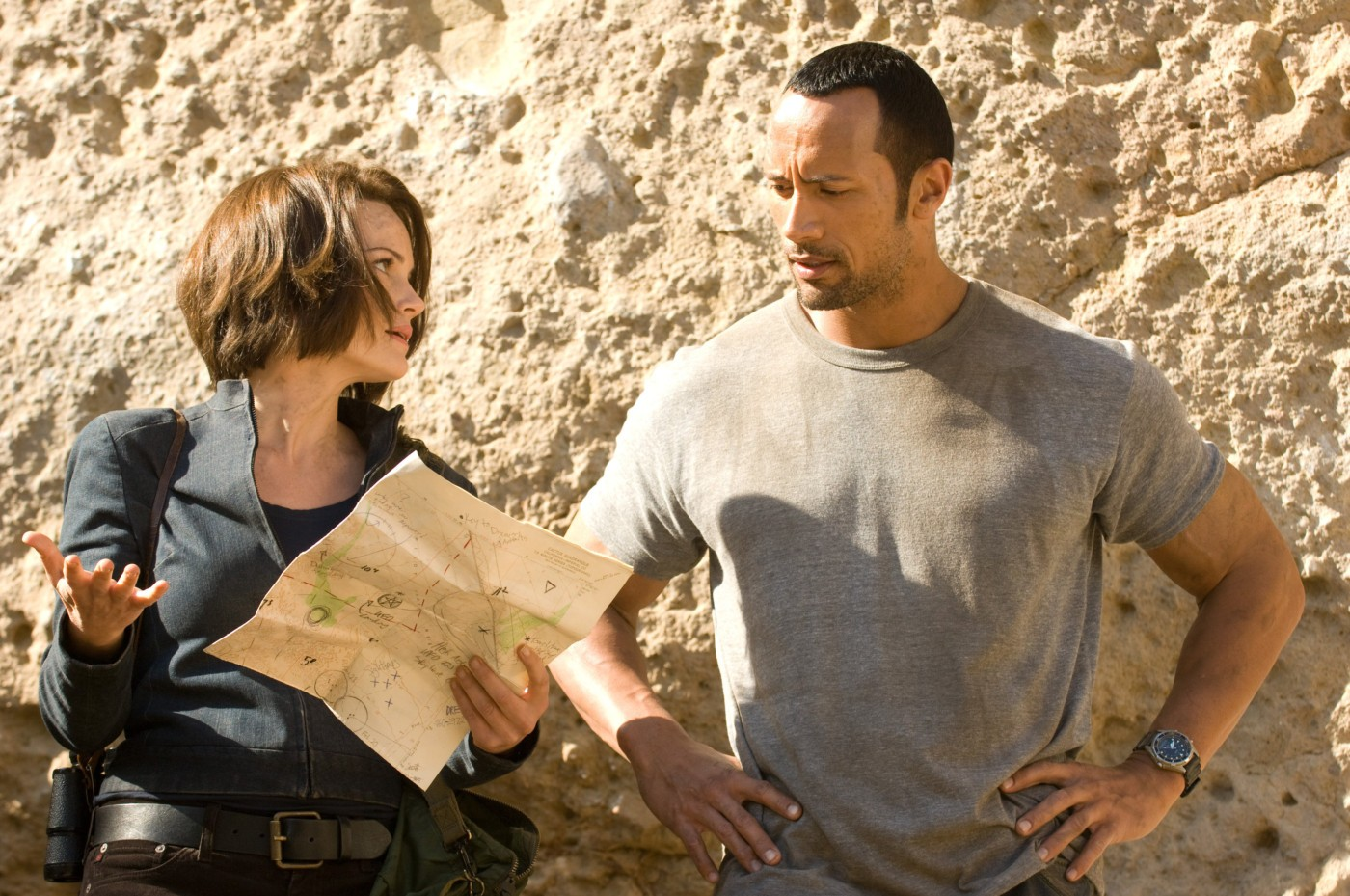 Carla Gugino, Dwayne Johnson