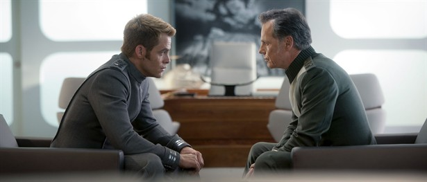 Bruce Greenwood,Chris Pine